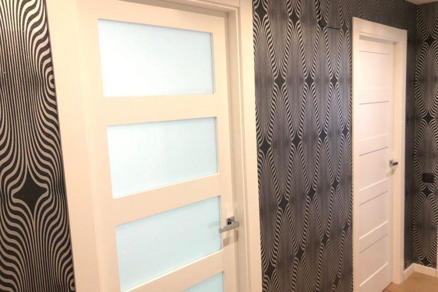 Fabricación de puertas para un piso completo